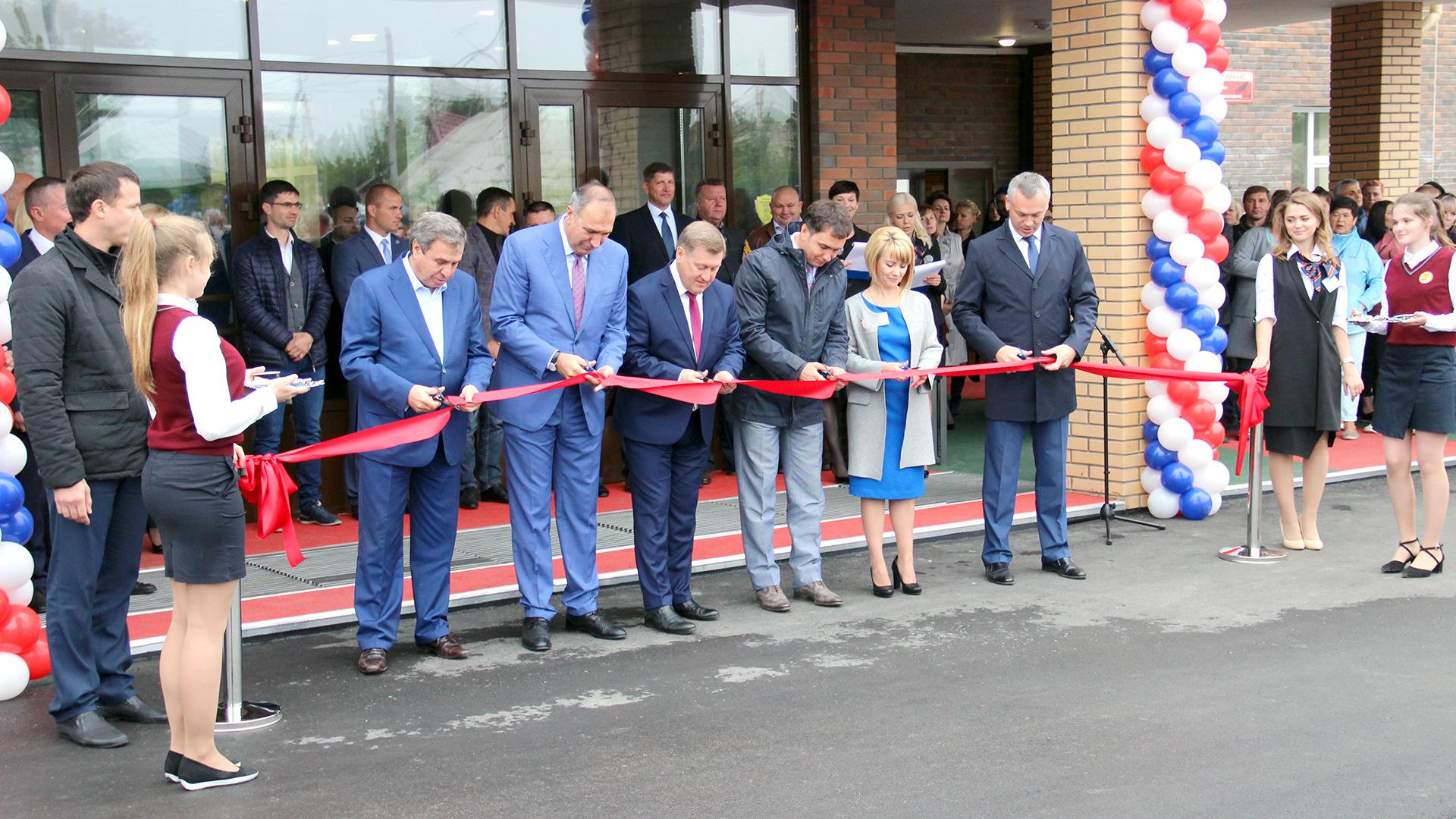 В Новосибирске открылась самая большая и красивая школа Новосибирской области
