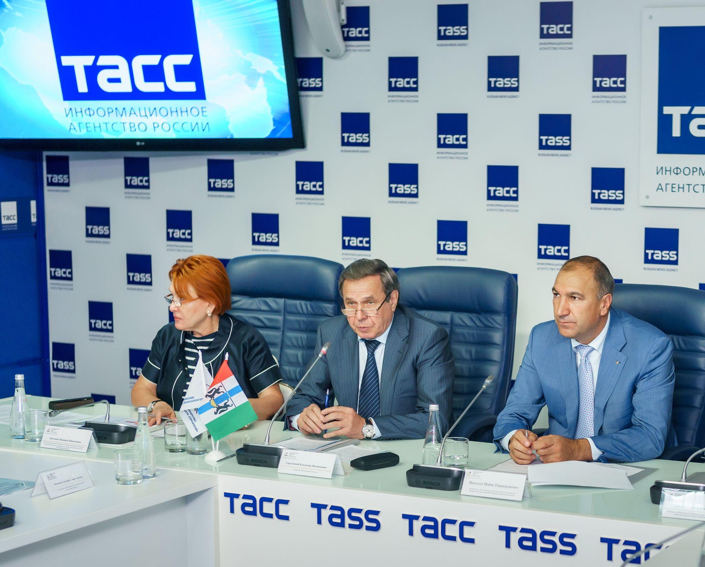 Расширенное заседание Регионального делового клуба строителей с участием губернатора Новосибирской области Владимира Городецкого