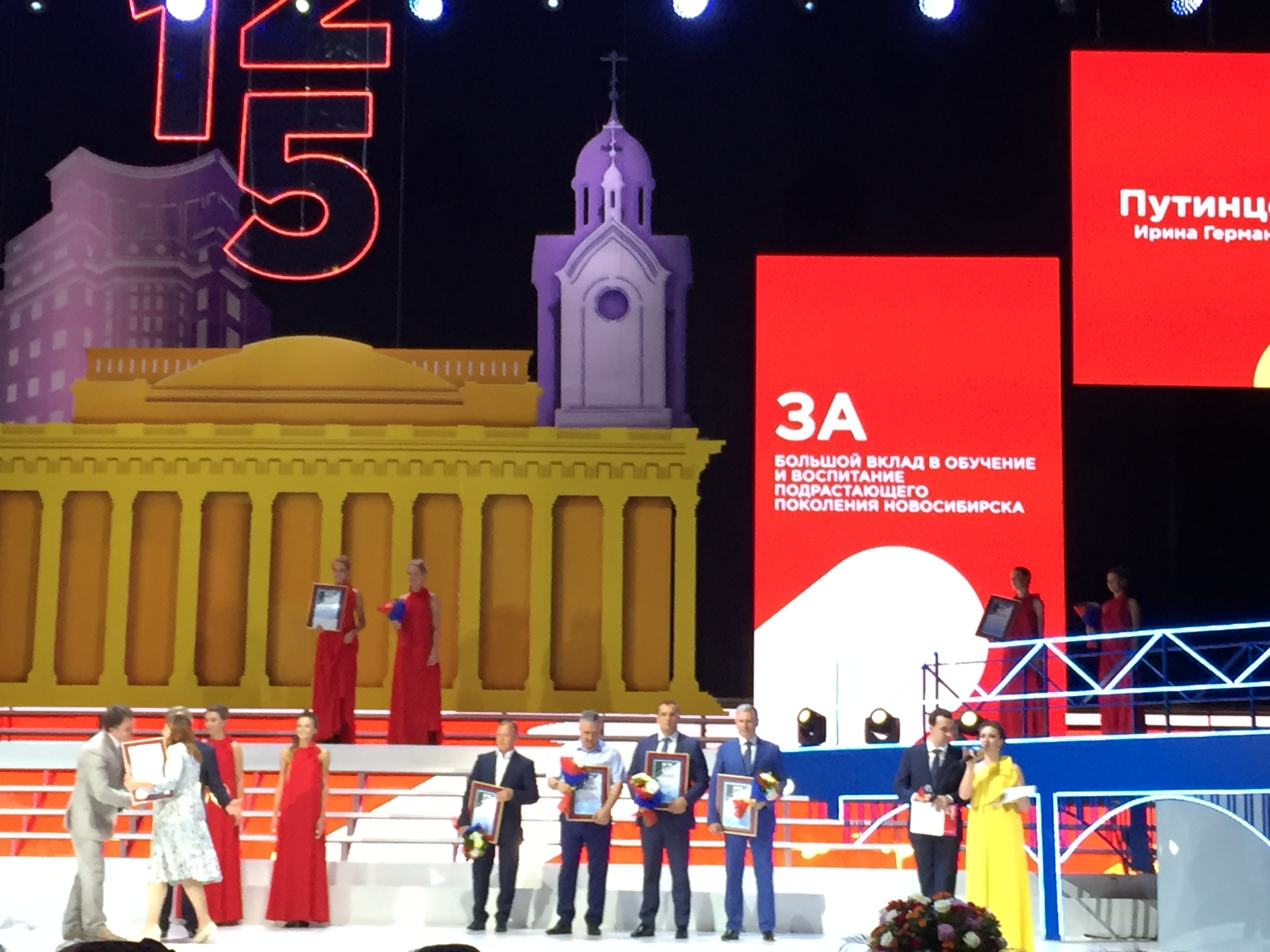 Поздравляем Владимира Литвинова и Ивана Сидоренко с вручением Почетных грамот за большой вклад в развитие жилищного строительства в городе Новосибирске
