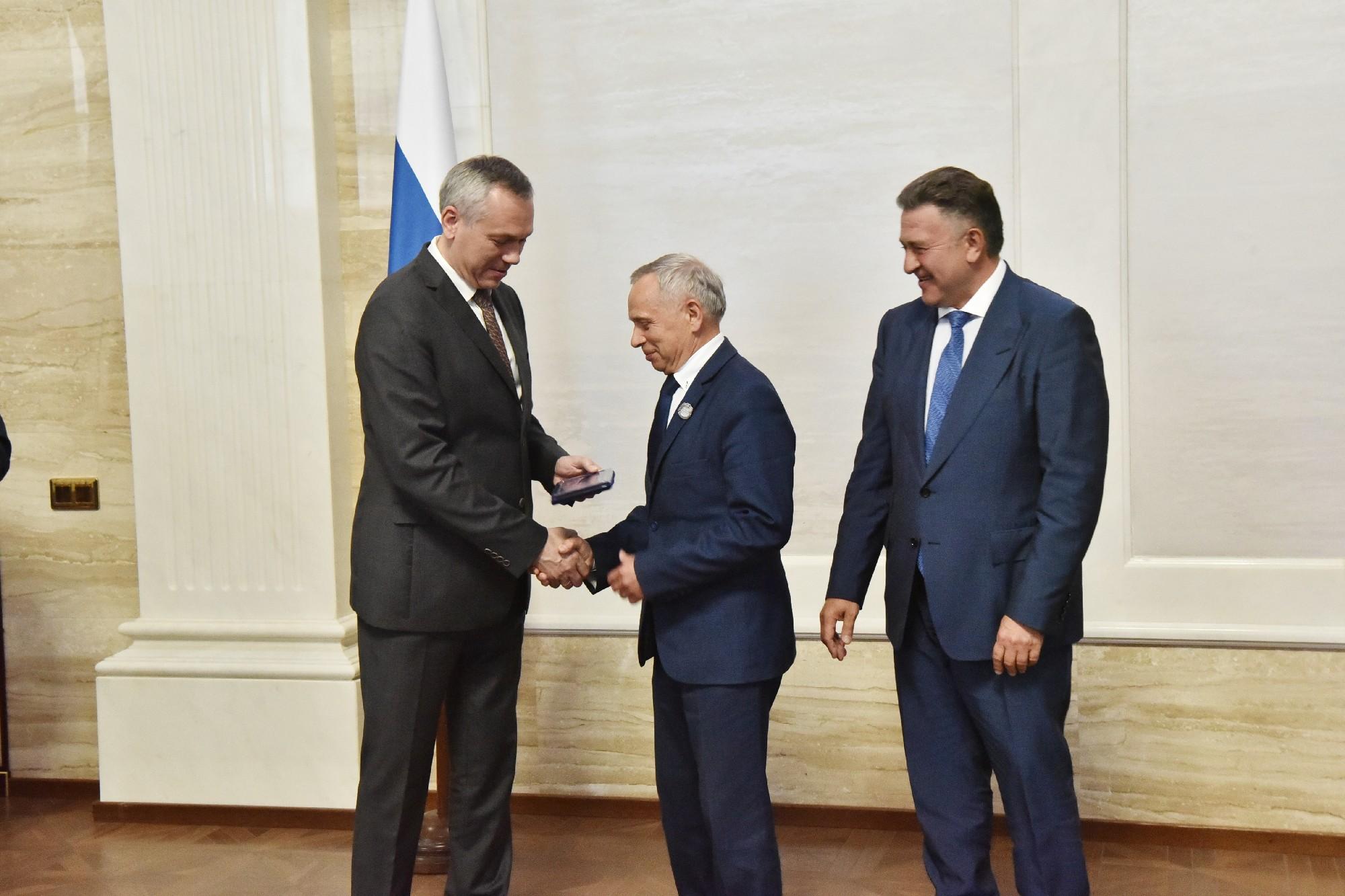 Поздравляем Михаила Голубева, Члена Правления  Ассоциации Региональный Деловой Клуб Строителей, с вручением Почетного Знака Заслуженного строителя Новосибирской области»